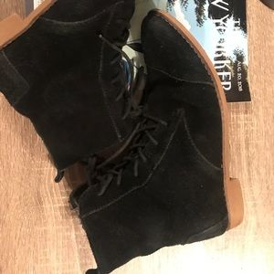 Toms black boots size 8 GUC